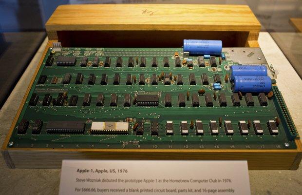 Первый компьютер Apple продали почти за четыреста тысяч долларов